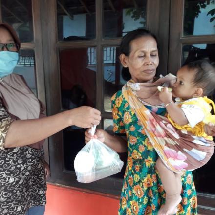 Pemberian PMT Posyandu Balita Desa Gunem Kec. Gunem Kab. Rembang