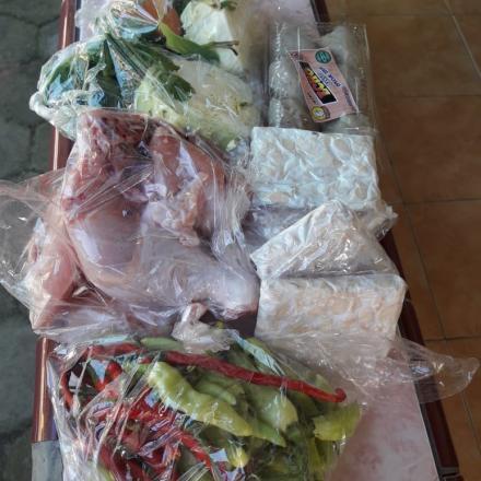 Penyaluran Bahan Makanan Untuk Keluarga Isoman Desa Gunem