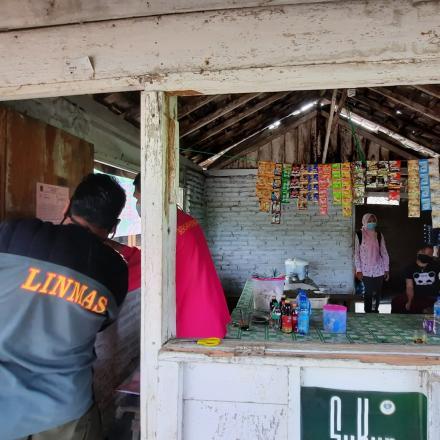 Sosialisasi PPKM Darurat di Warung - warung dan Toko Yang Ada di Desa Gunem